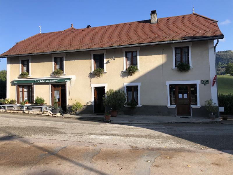 Bar, tabac, épicerie au village de Rochefort, en Savoie